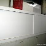 前段的大置物櫃(上方也放了一堆東西)